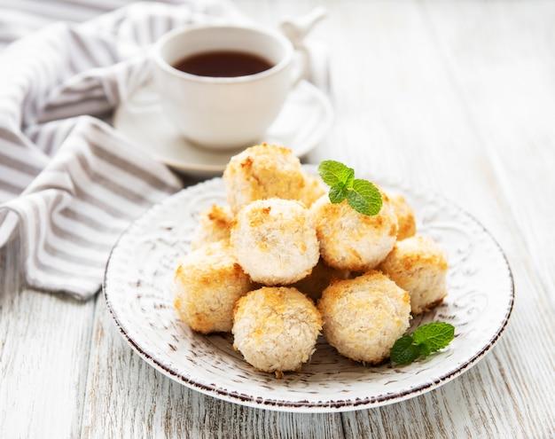 Biscuits sucrés à la noix de coco Photo Premium