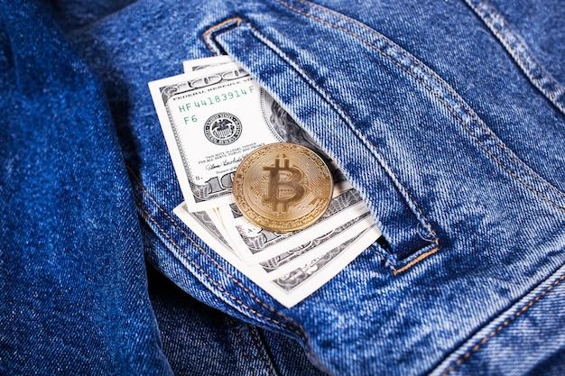 Bitcoin et dollars Photo Premium
