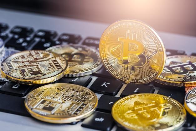 Bitcoin est un moyen de paiement moderne dans l'économie mondiale. Photo Premium