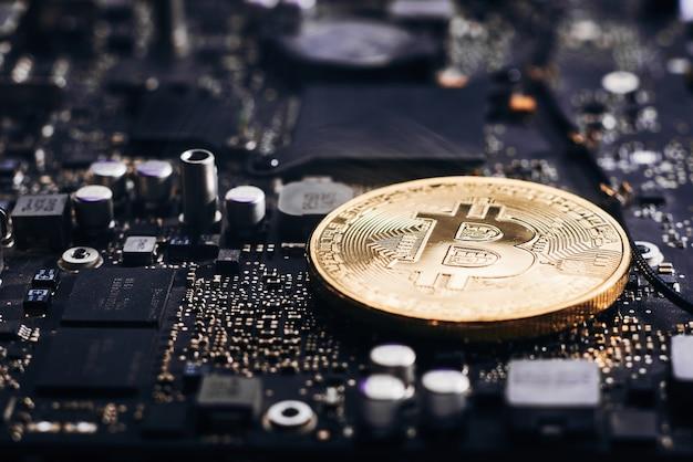 Bitcoin sur un processeur Photo Premium