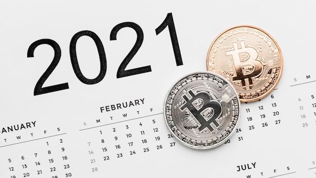 Bitcoins Sur L'agencement Du Calendrier 2021 Photo gratuit