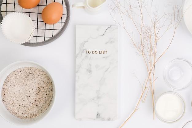 Bloc-notes Et Ingrédient Sain Pour Cuisiner Sur Fond Blanc Photo gratuit