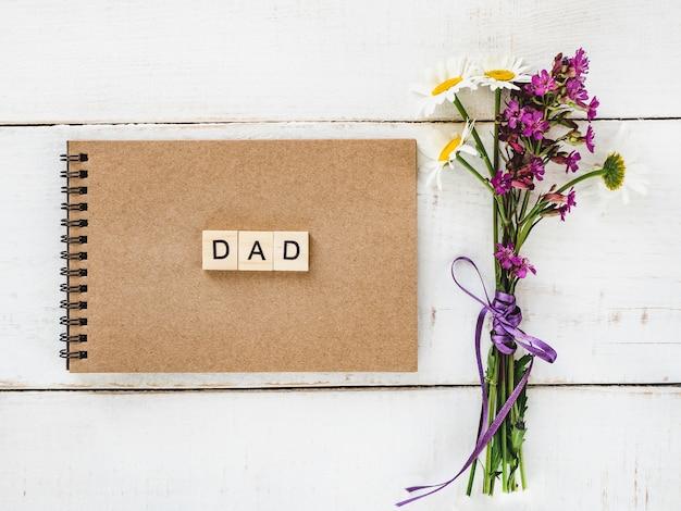 Bloc-notes avec le mot dad Photo Premium