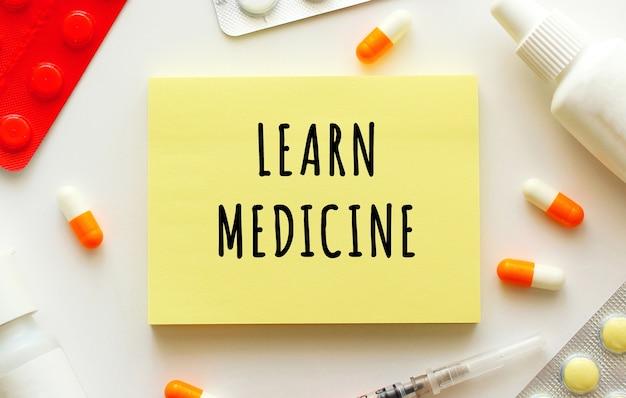 Bloc-notes Avec Texte Apprendre La Médecine Photo Premium