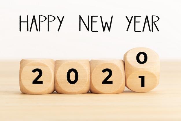 Blocs De Bois Avec 2020 Et 2021, Et Bonne Année Photo Premium