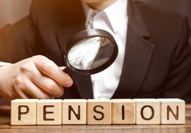 Blocs de bois avec le mot pension Photo Premium