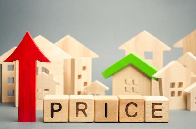 Blocs de bois avec le mot price, flèche vers le haut Photo Premium