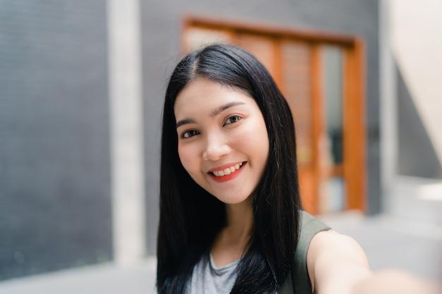 Une blogueuse asiatique voyage à beijing, en chine Photo gratuit