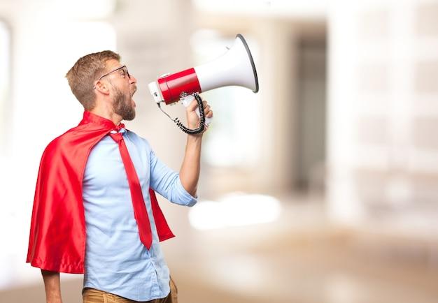 Blond homme héros expression de colère Photo gratuit