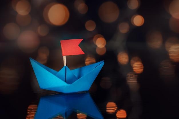 Blue paper voilier sur dark Photo Premium