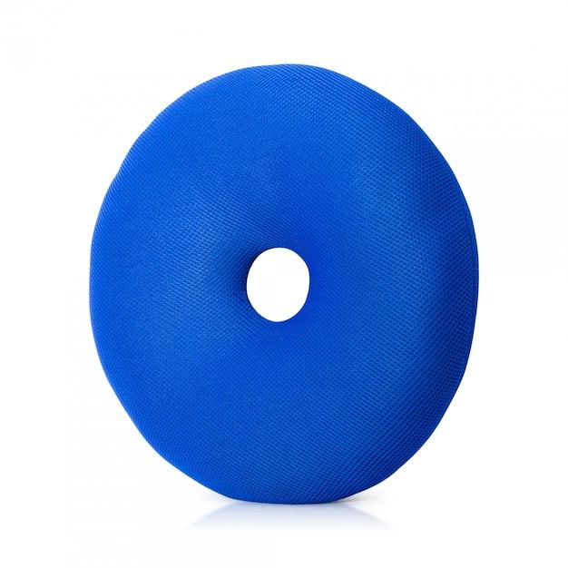 Blue pillow avec forme de beignets isolé sur fond blanc. Photo Premium
