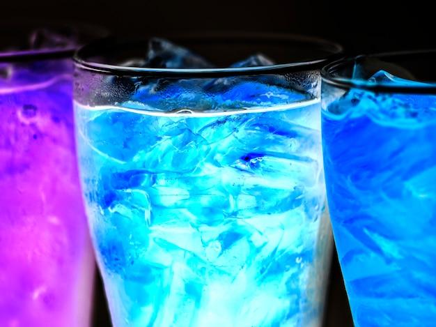 Blue soda boit un coup de macro Photo gratuit