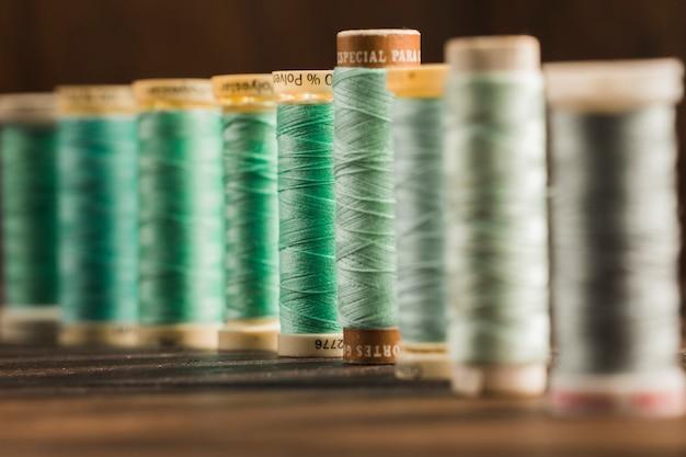 Bobines de fil à coudre Photo gratuit