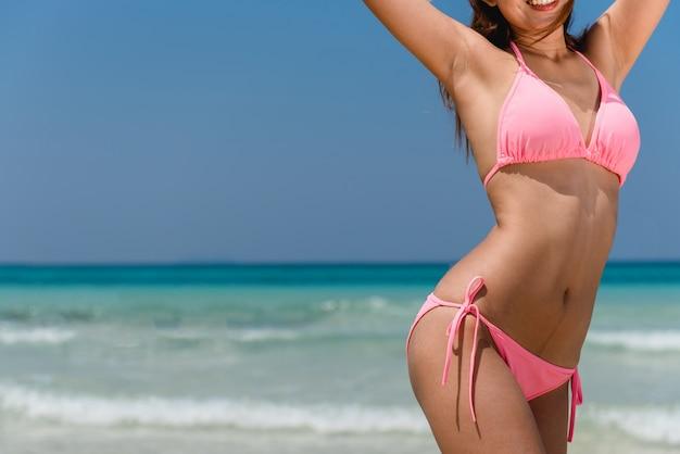 Body caribbean summer suit irreconaissable Photo gratuit