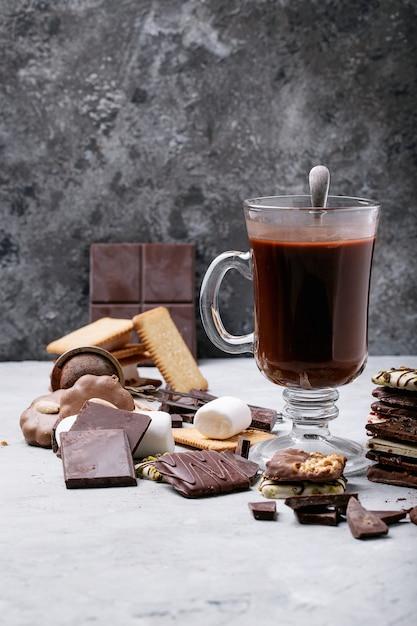 Boisson au chocolat chaud fait maison Photo Premium