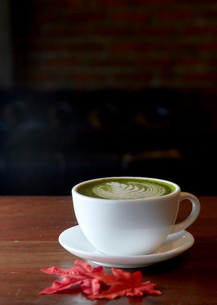 Boisson chaude au thé vert matcha Photo Premium
