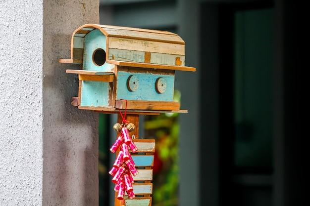 Boîte Aux Lettres En Bois Avec Décoration à La Main Style Ancien Photo Premium