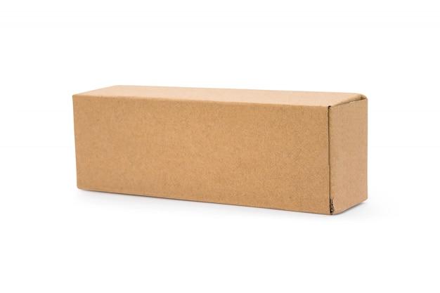 Boîte en carton isolé sur fond blanc. modèle de longue boîte pour votre conception. Photo Premium