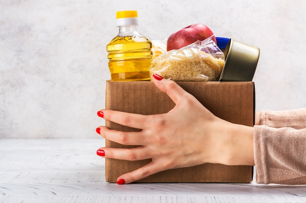 Boîte de dons de nourriture Photo Premium