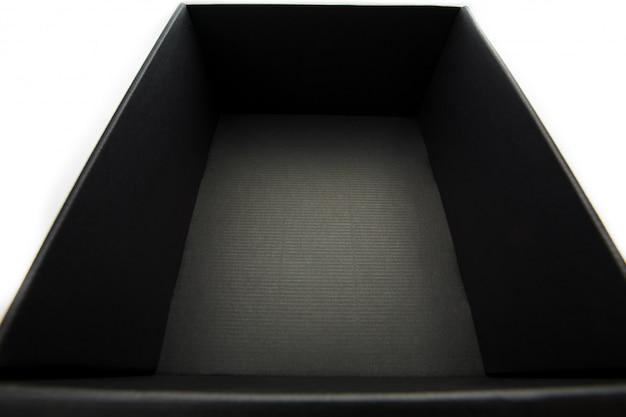 Boîte noire sans couvercle sur blanc, vue de l'intérieur Photo Premium