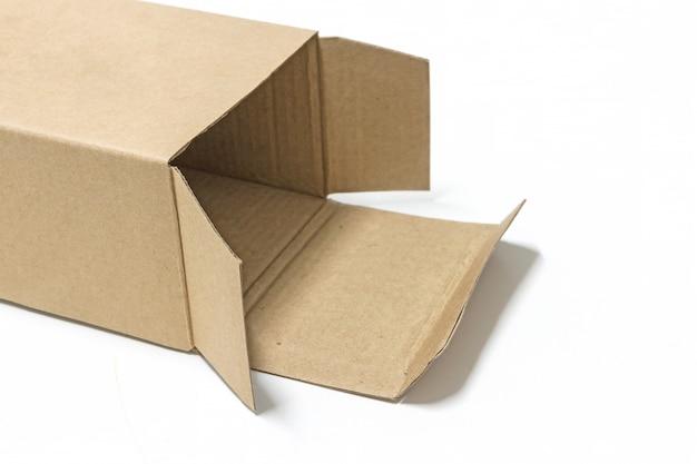 Boîte de papier brun ouverte isoler sur fond blanc Photo Premium