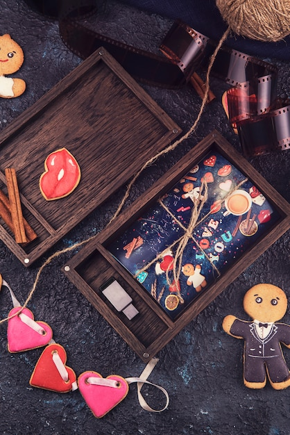 Boîte photo en bois avec photo pour la saint valentin ou le mariage Photo Premium