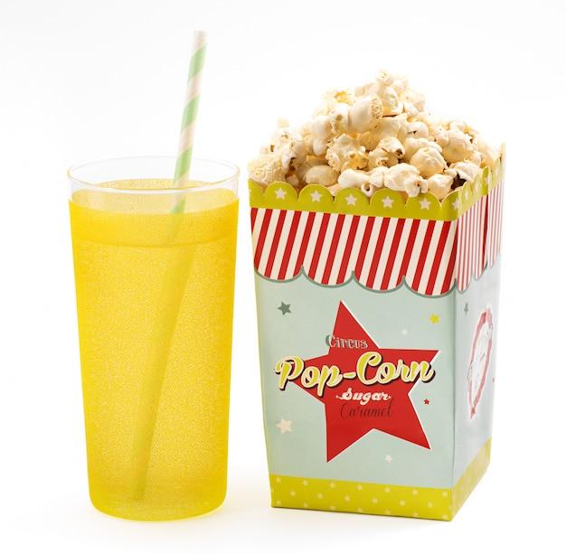 Boîte de pop-corn avec une boisson gazeuse Photo Premium