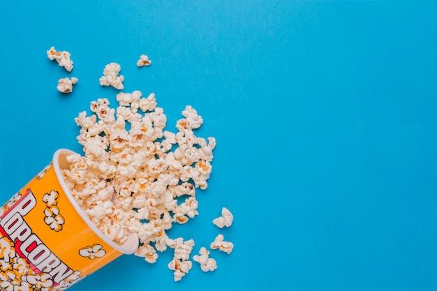Boîte De Pop-corn épars Photo Premium