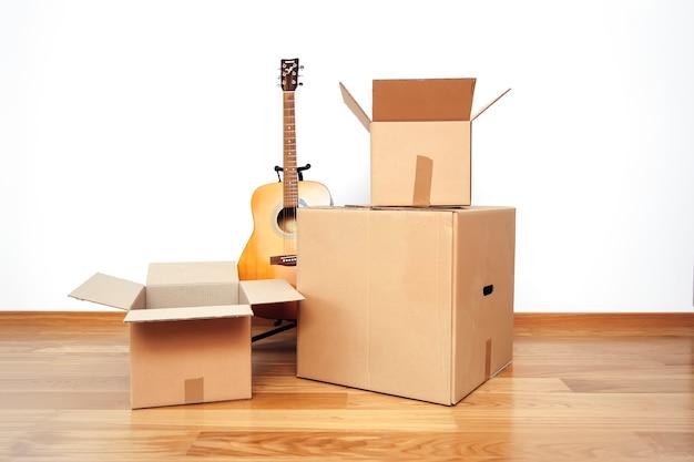 Boîtes en carton ouvertes, prêtes au transport Photo Premium