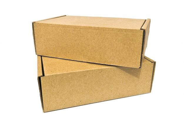 Boîtes en carton pour service de livraison, déménagement, colis ou cadeaux isolés sur fond blanc Photo Premium