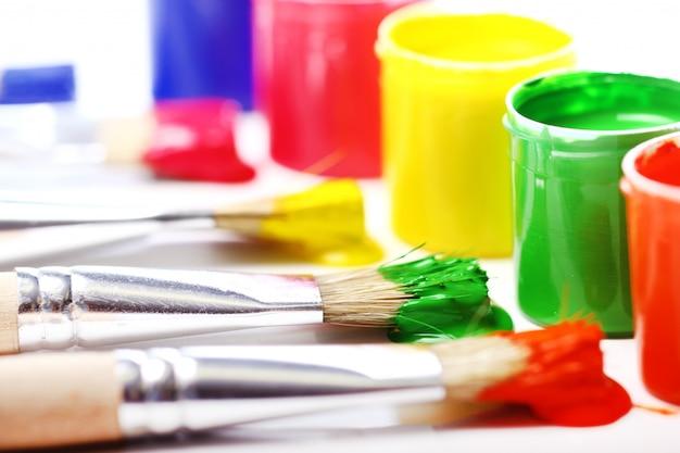 Boîtes De Peinture Colorée Photo gratuit