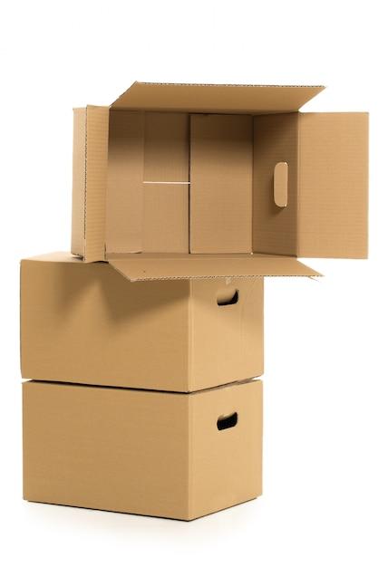Boîtes vides et fermées sur le blanc Photo gratuit