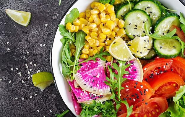 Bol De Légumes Crus Frais Photo Premium
