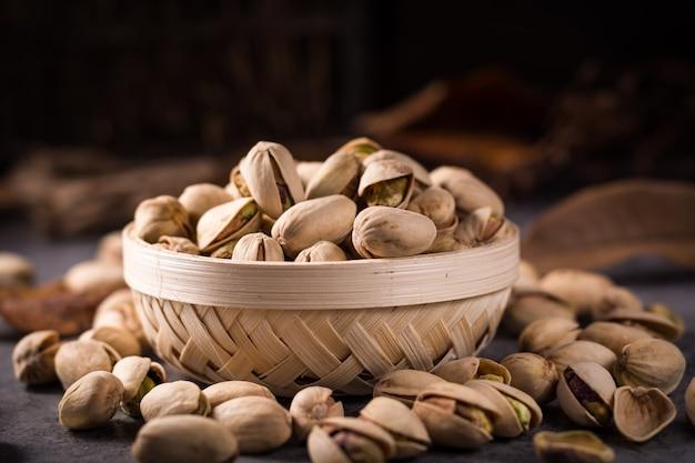 Bol plein de pistaches Photo gratuit