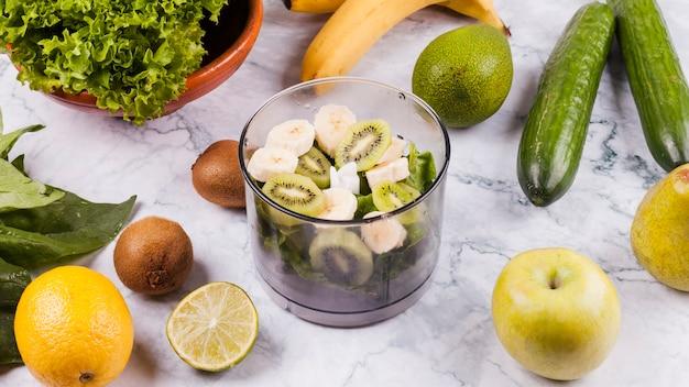 Bol de salade de fruits Photo gratuit
