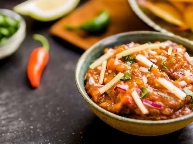 Bol de salsa maison Photo gratuit