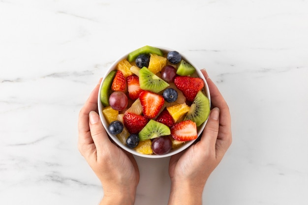 Bol De Vue De Dessus De Fruits Sains Photo gratuit