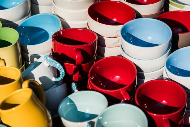Bols en céramique colorés Photo gratuit