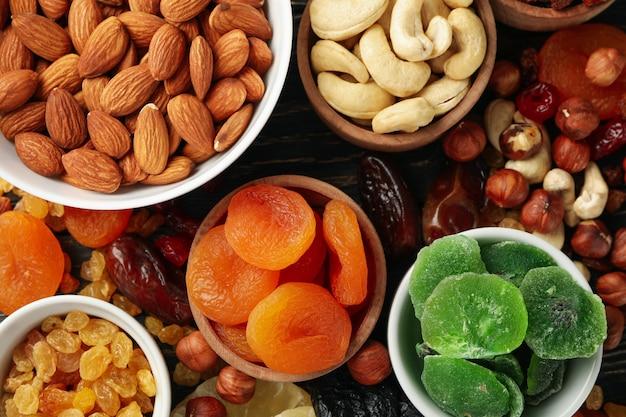 Bols Avec Fruits Secs Et Noix, Vue Du Dessus Photo Premium
