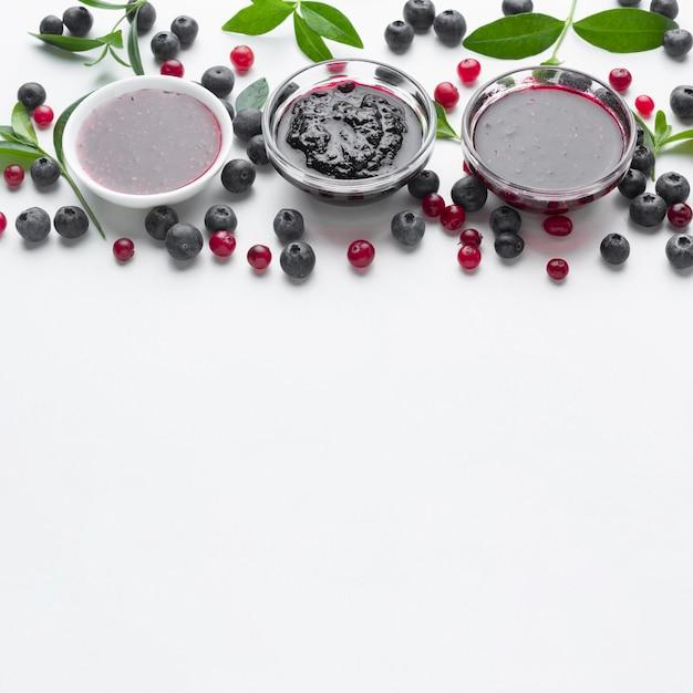 Bols Grand Angle Avec Confiture De Fruits Photo gratuit