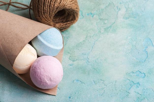 Bombes de bain bleues, vanille et fraises Photo Premium