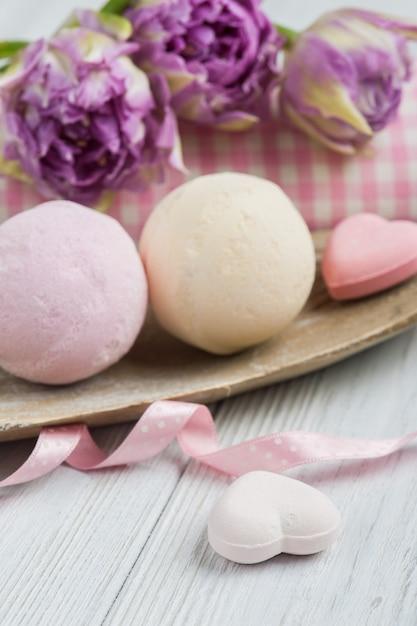 Bombes de bain à la vanille et à la fraise Photo Premium