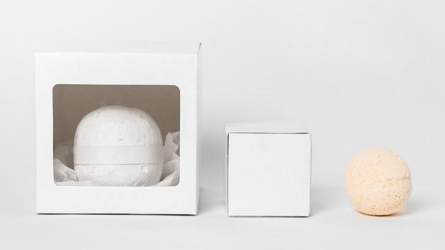 Bombes De Bain Vue De Face Sur Fond Blanc Photo gratuit