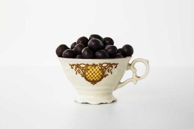Bonbons au chocolat dans un bol Photo gratuit