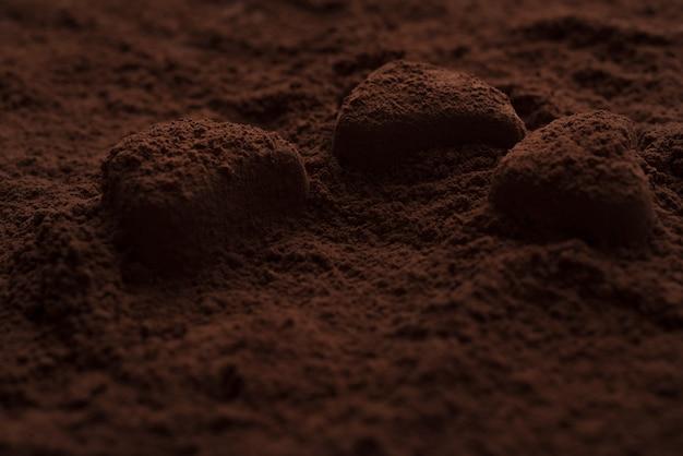 Bonbons Au Chocolat Recouverts De Poudre Noire Photo gratuit