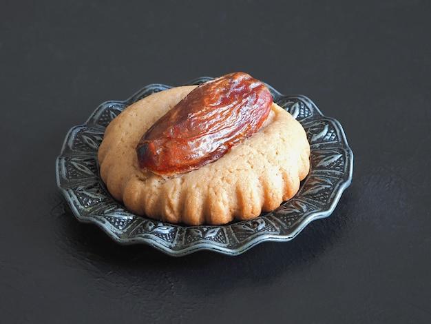 Bonbons Dates Eid Sur Un Tableau Noir, Close Up Photo Premium