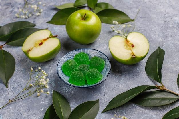 Bonbons Marmelade Vert Pomme Au Sucre. Dessert Sain Pour Les Gourmets. Photo gratuit