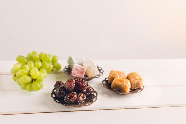 Bonbons et raisins turcs Photo gratuit