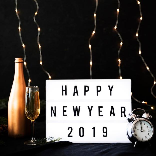 Bonne année 2019 inscription à bord avec horloge Photo gratuit