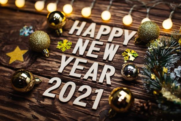 Bonne Année 2021. Symbole Du Numéro 2021 Sur Fond De Bois Photo Premium